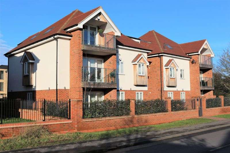 2 Bedrooms Flat for sale in Chigwell Heights, Manor Road, Chigwell