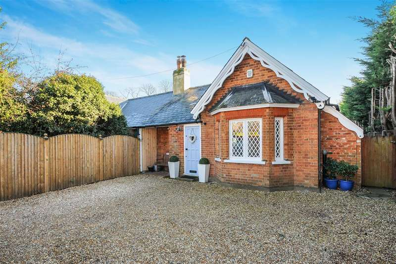 3 Bedrooms Cottage House for sale in Wellesley Cottage, Trumpsgreen Road, Virginia Water