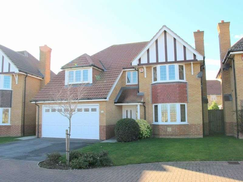 4 Bedrooms Detached House for sale in Wellington Drive, LEE ON THE SOLENT