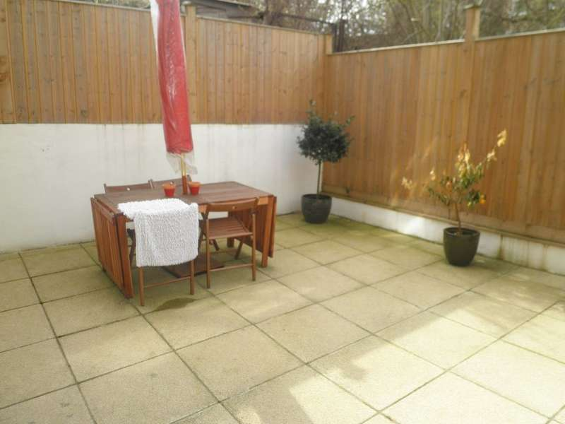 2 Bedrooms Ground Flat for sale in Westow Street, Crystal Palace
