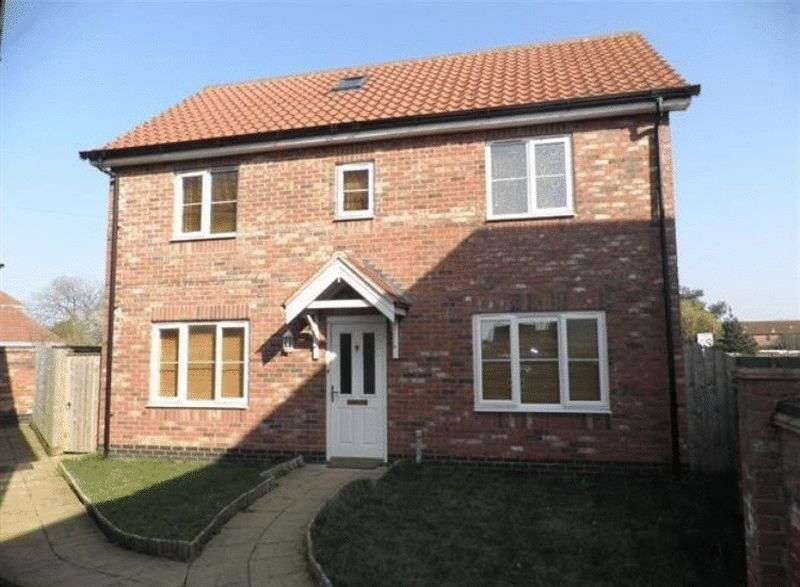 3 Bedrooms Detached House for sale in Mill Lane, Bradwell, Great Yarmouth