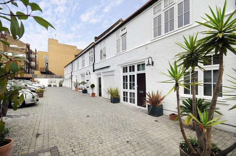 3 Bedrooms Maisonette Flat for sale in Anchor Mews, Clapham South, SW12