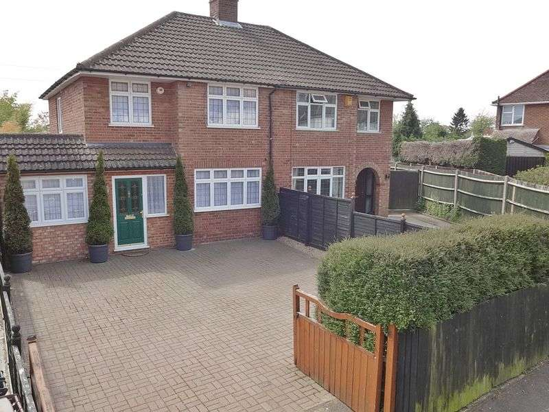 4 Bedrooms Semi Detached House for sale in Putteridge