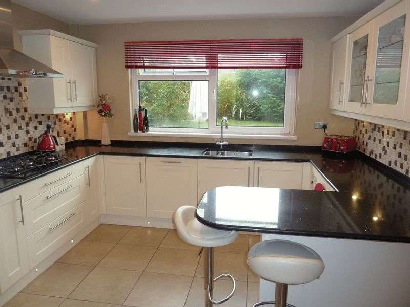 4 Bedrooms Detached House for sale in Highlight Lane, Barry