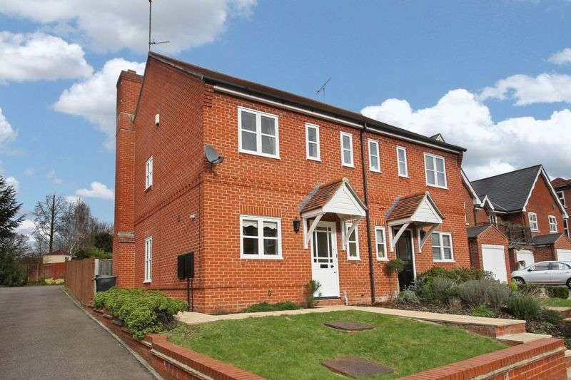 3 Bedrooms Semi Detached House for sale in Fallow Fields, Loughton