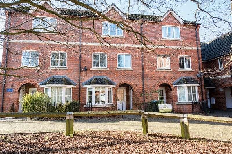 4 Bedrooms Terraced House for sale in Hornbeam Way, Weston Turville