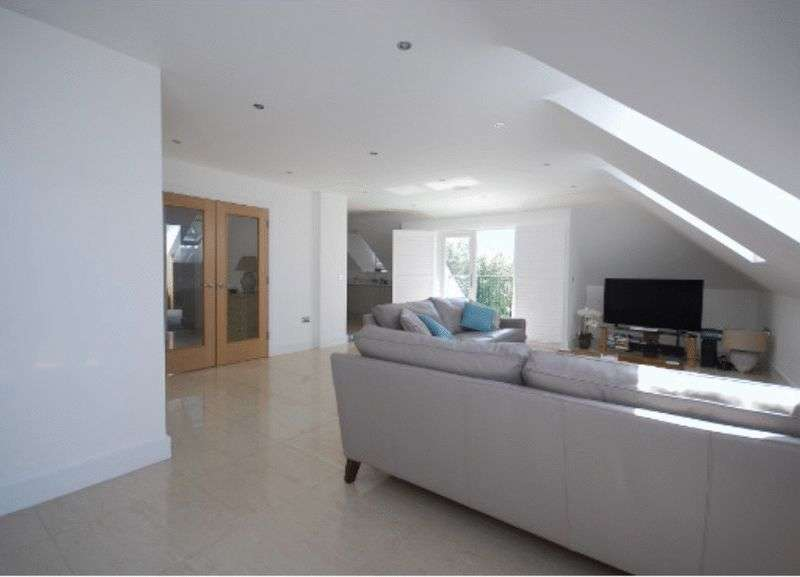 3 Bedrooms Flat for sale in The Avenue, BR3 5DG