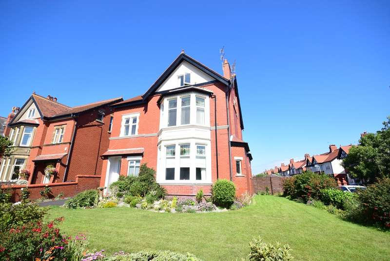 2 Bedrooms Apartment Flat for sale in Bromley Road, Lytham St. Annes, Lytham St. Annes, FY8