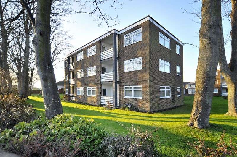 2 Bedrooms Flat for sale in Goring Street, Worthing