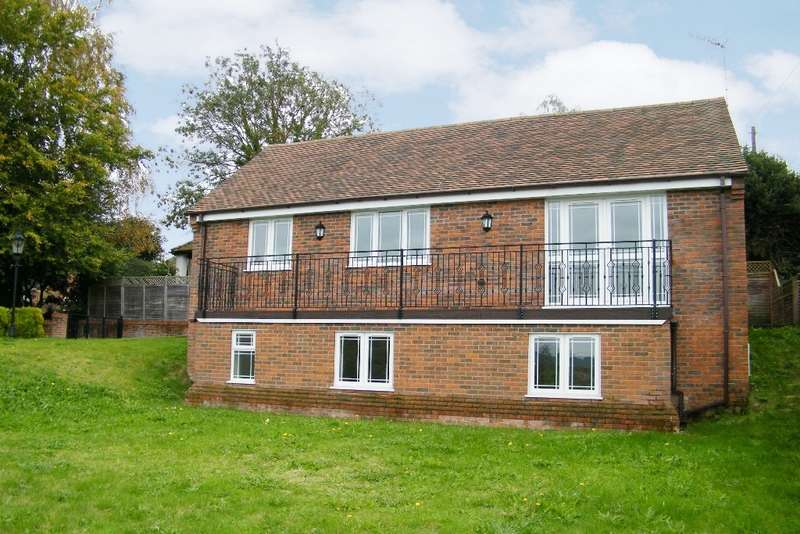 3 Bedrooms Detached House for sale in Woodgreen