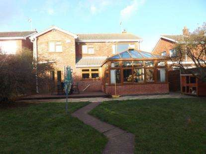 4 Bedrooms Detached House for sale in Outlands Drive, Hinckley, Leicestershire
