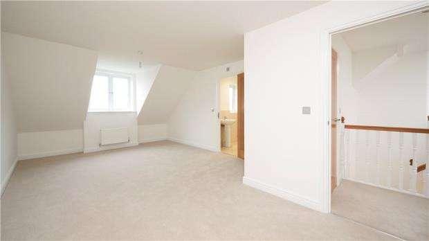 4 Bedrooms Detached House for sale in Tudgey Gardens, Crookham Village