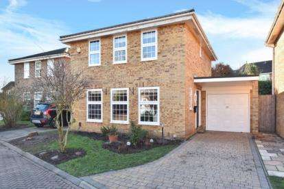 4 Bedrooms Detached House for sale in Paddock Close, Farnborough, Orpington