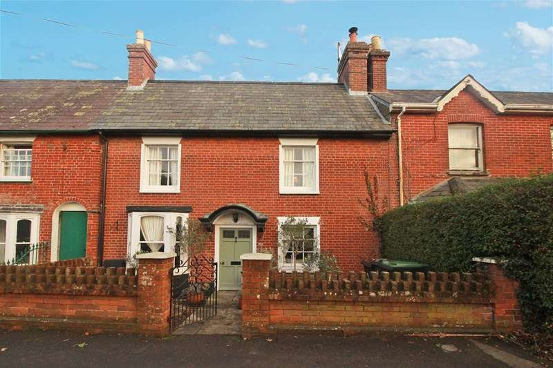 3 Bedrooms Terraced House for sale in Salisbury Road, Winkton, Christchurch