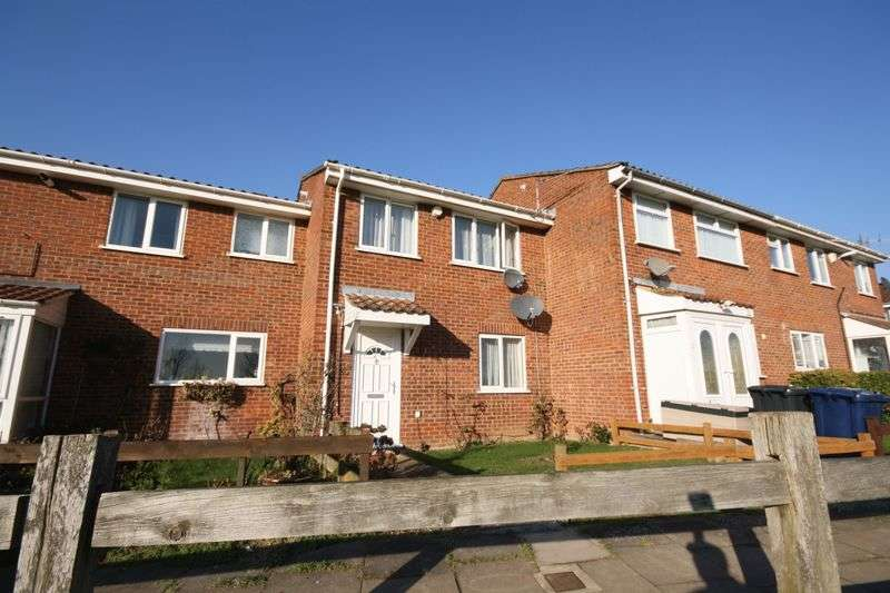3 Bedrooms Terraced House for sale in Makepeace Road, Northolt