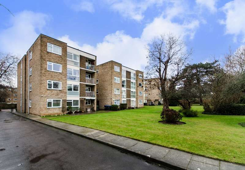 2 Bedrooms Flat for sale in Brackley Road, Beckenham, BR3