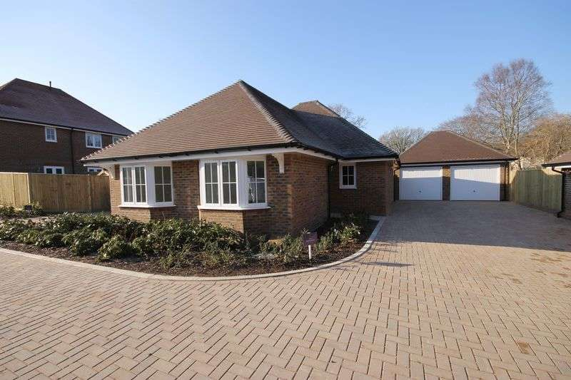 2 Bedrooms Detached Bungalow for sale in The Slindon (plot 6), Valeside Keep, Valebridge Road, Burgess Hill