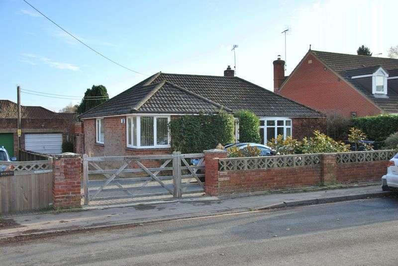 2 Bedrooms Detached Bungalow for sale in Rectory Road, Alderbury, Salisbury