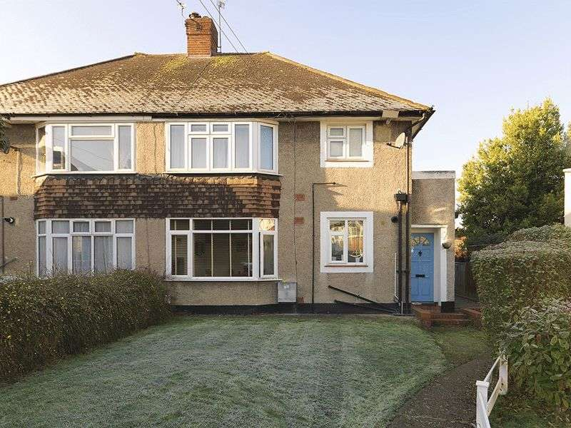 2 Bedrooms Flat for sale in Grove Close, Kingston Upon Thames, KT1