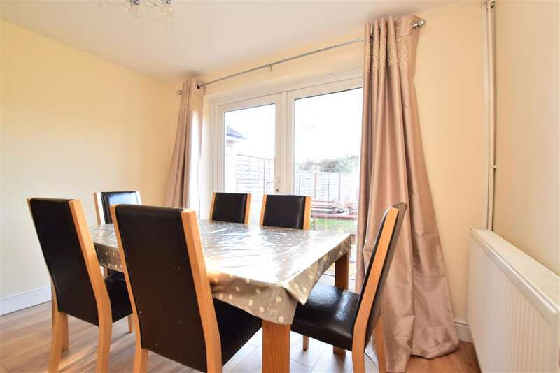 3 Bedrooms Detached House for sale in Sangers Drive, Horley, Surrey