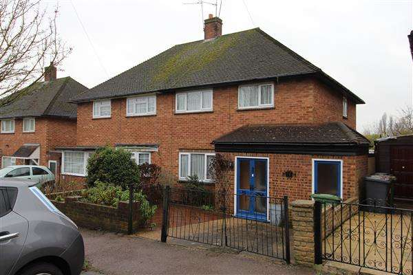 3 Bedrooms Semi Detached House for sale in Spring Close, Borehamwood