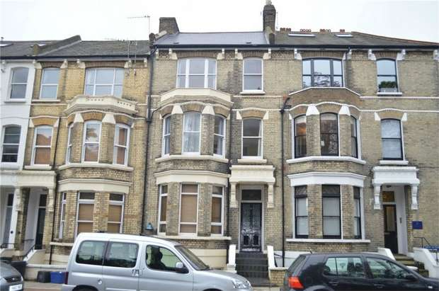 2 Bedrooms Flat for sale in St Margarets Road, St Margarets, Twickenham