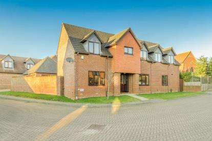 4 Bedrooms Detached House for sale in Catesby Croft, Loughton, Milton Keynes