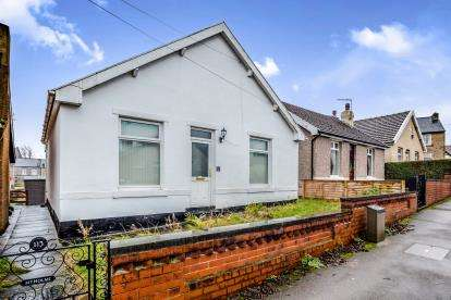 2 Bedrooms Bungalow for sale in Lightcliffe Road, Crosland Moor, Huddersfield, West Yorkshire