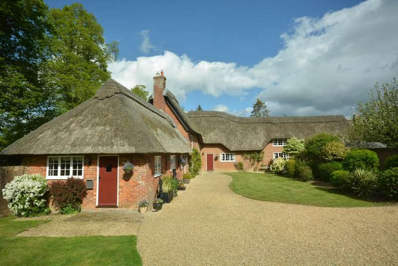 6 Bedrooms Detached House for sale in Hillbutts, Wimborne
