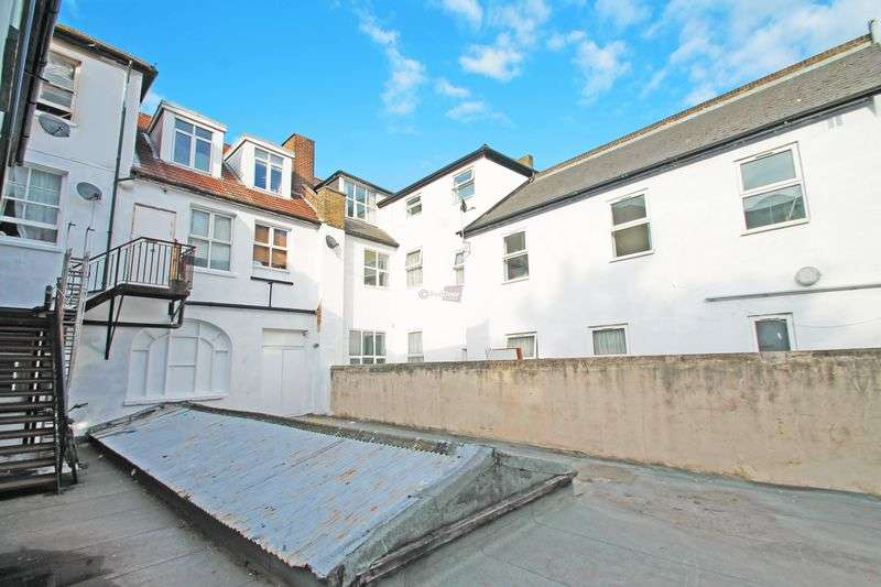 1 Bedroom Flat for sale in Manor Mews, Chatham