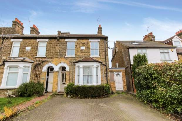 3 Bedrooms Semi Detached House for sale in Gordon Hill, Enfield, EN2