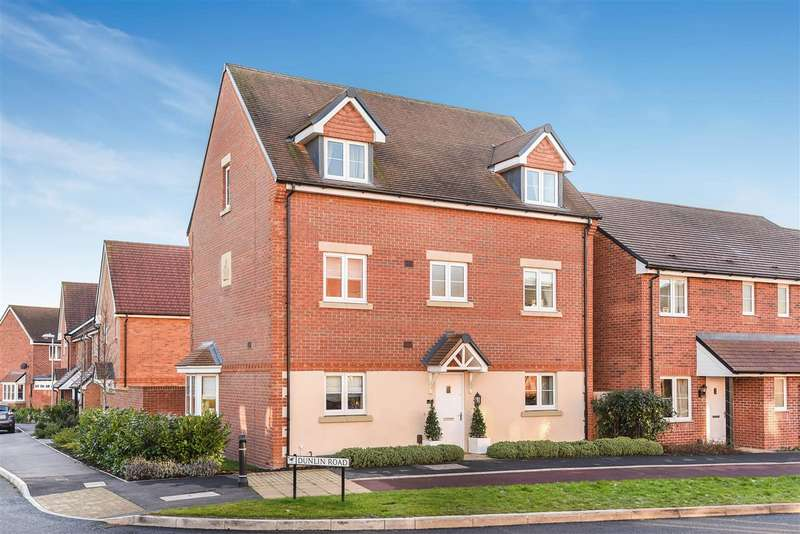 5 Bedrooms Detached House for sale in Eagle Way, Jennetts Park, Bracknell