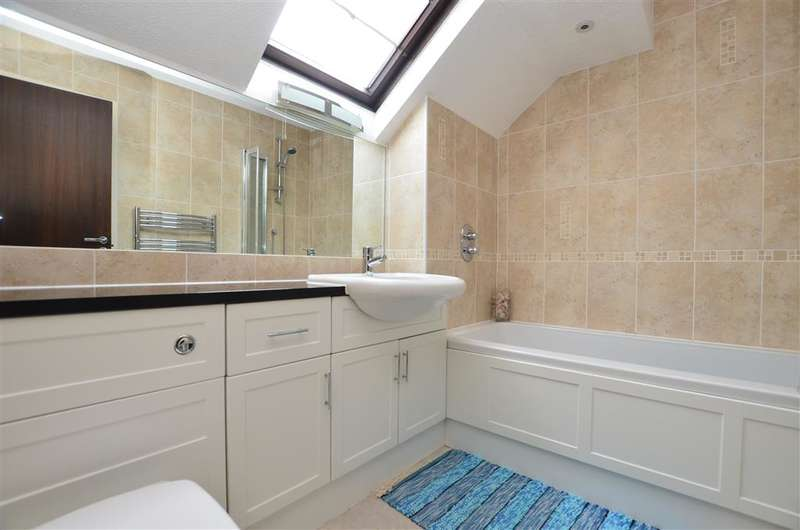 4 Bedrooms Detached House for sale in The Fieldings, Langshott, Horley, Surrey