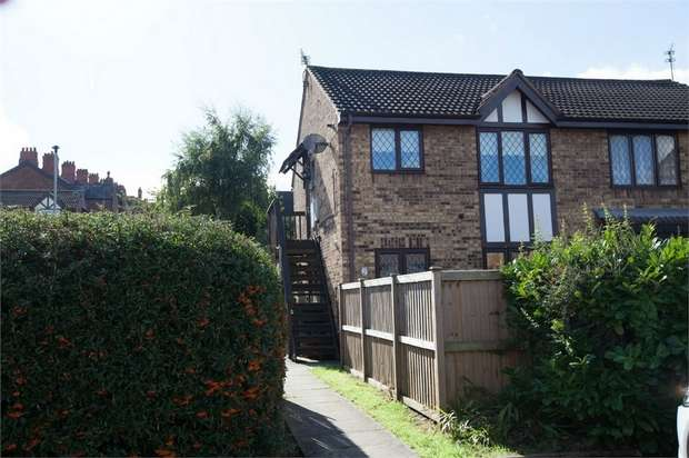 2 Bedrooms Flat for sale in Cloverdale, Northwich, Cheshire