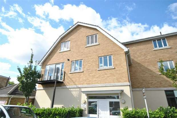 2 Bedrooms Flat for sale in Wilkinson House, 100 Second Cross Road, Twickenham