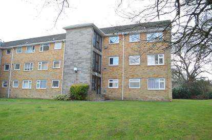2 Bedrooms Flat for sale in Portswood Drive, Bournemouth, Dorset