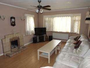 2 Bedrooms Bungalow for sale in North Avenue, Middleton On Sea, Bognor Regis, West Sussex