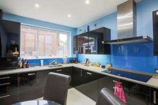 4 Bedrooms Semi Detached House for sale in Joan Crescent, London, Eltham, London