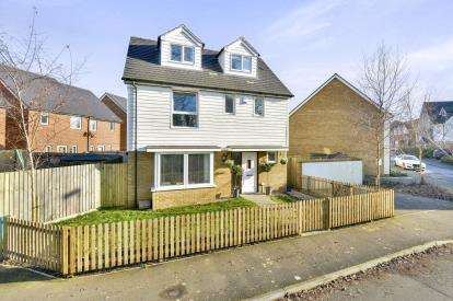 4 Bedrooms Detached House for sale in Hambledines, Redhouse Park, Milton Keynes, Bucks