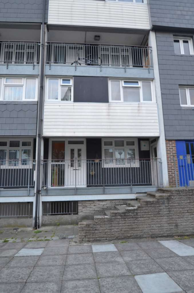 3 Bedrooms Apartment Flat for sale in Aldriche Way, Chingford