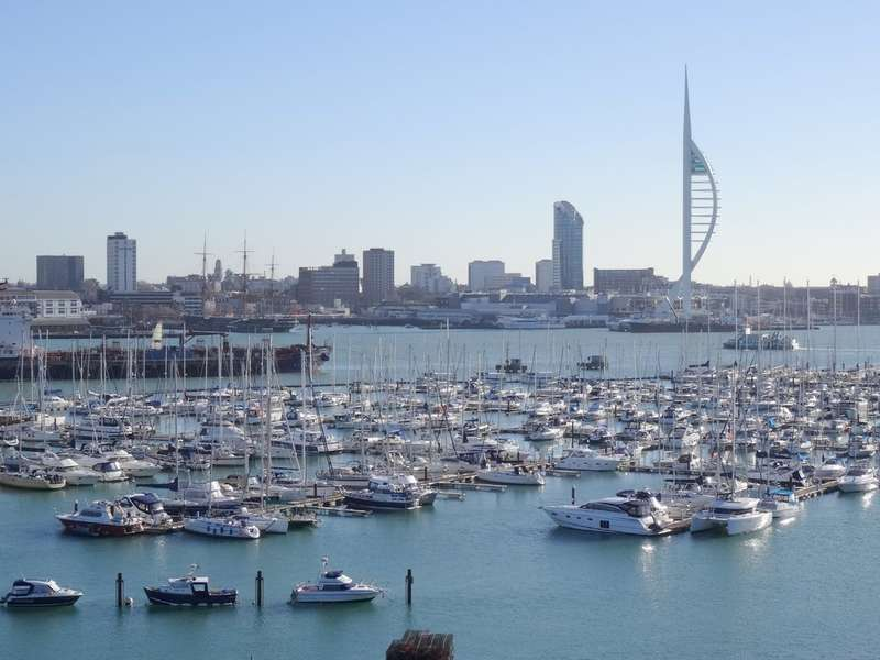 2 Bedrooms Apartment Flat for sale in Harlequin Court, Gosport