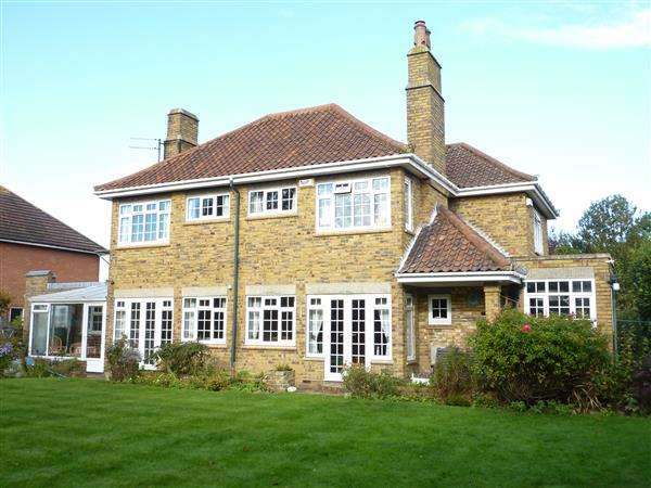 4 Bedrooms Detached House for sale in CROMWELL ROAD, CLEETHORPES