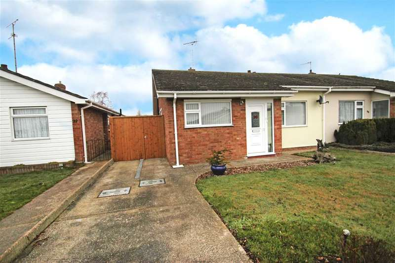 3 Bedrooms Bungalow for sale in Woodlands Close, Great Clacton