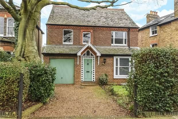4 Bedrooms Detached House for sale in Ailsa Road, St Margarets, Twickenham
