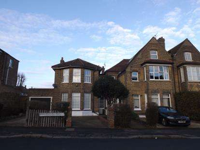 2 Bedrooms Flat for sale in Road, South Woodford, London