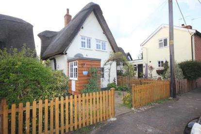 3 Bedrooms Semi Detached House for sale in The Avenue, Bletsoe, Bedford, Bedfordshire