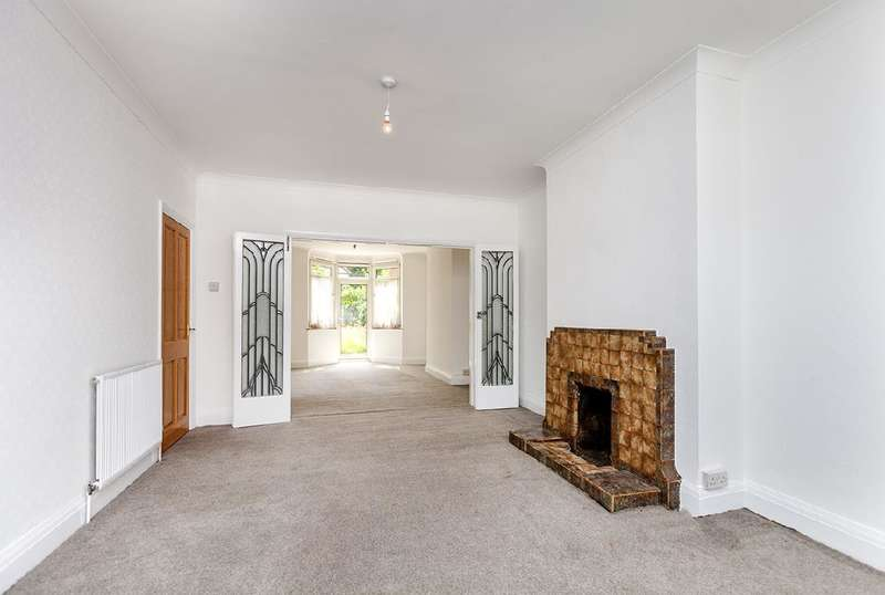 3 Bedrooms Property for sale in Gainsborough Gardens, NW11