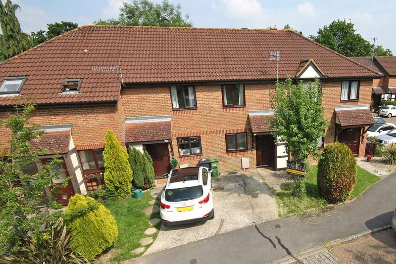 2 Bedrooms Terraced House for sale in Carlton Tye, Horley, Surrey, RH6