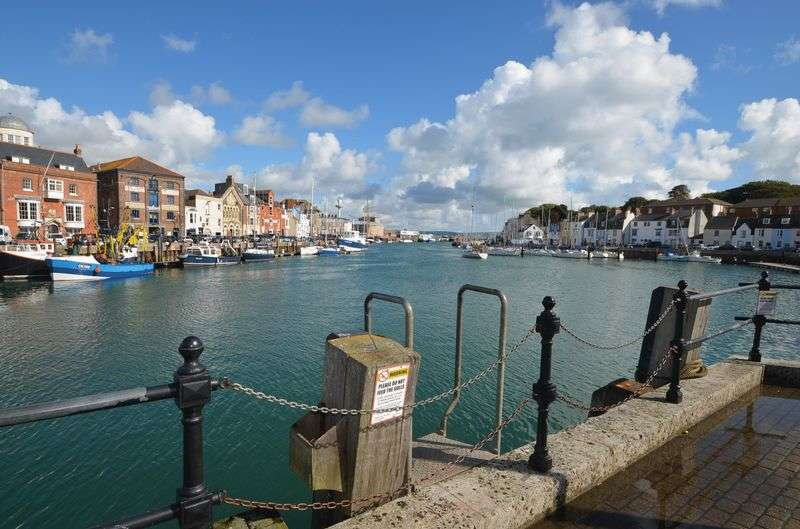 2 Bedrooms Flat for sale in Ground Floor Apartment with Garden, Weymouth Harbour
