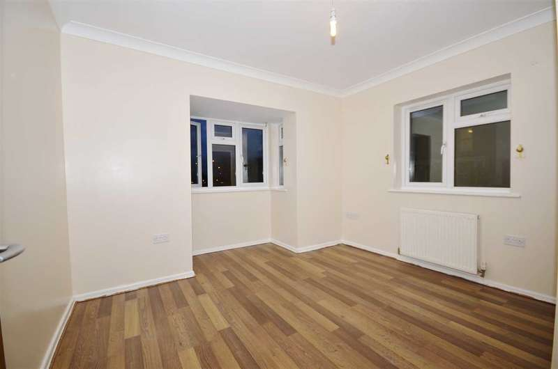 2 Bedrooms Apartment Flat for sale in Oakleigh Road North, London